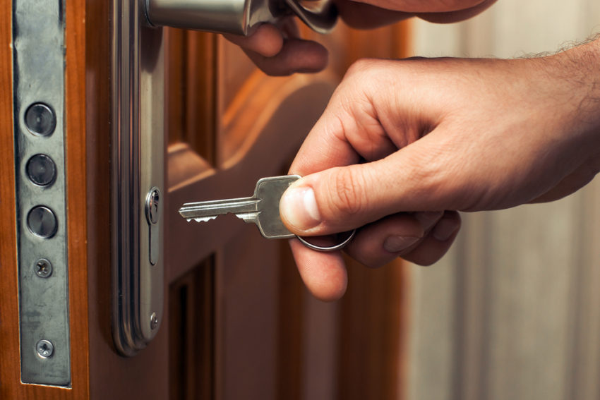 How to avoid becoming a victim to a locksmith scam – Tips to protect  yourself