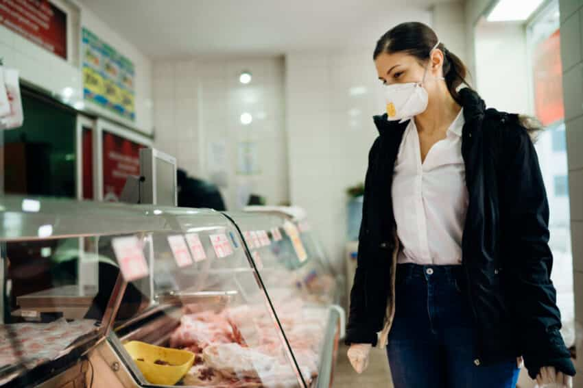 shopping in facemask