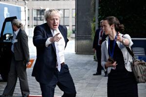 Boris Johnson backs Kwasi Kwarteng as split with Treasury emerges in energy row